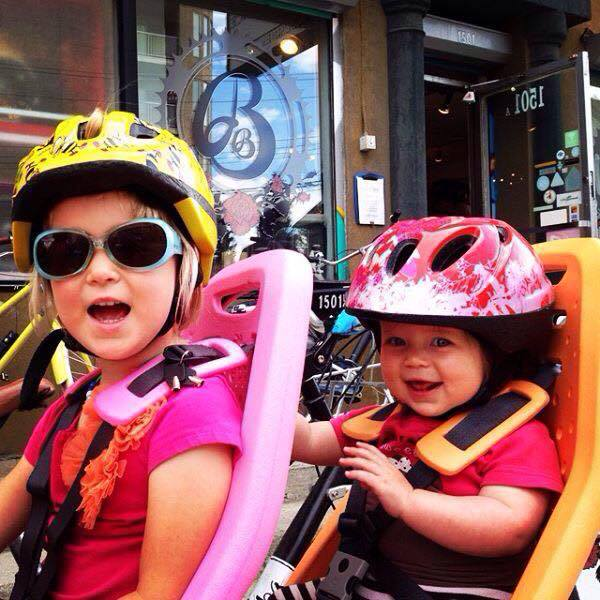 Longtail vs. Bakfiets: What's the best choice for your family?